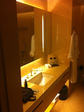 Crowne Plaza Hotel Hong Kong Causeway Bay: bath