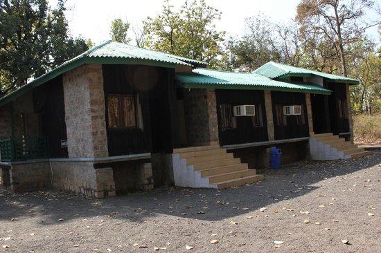 Baghira Log Huts: log hut