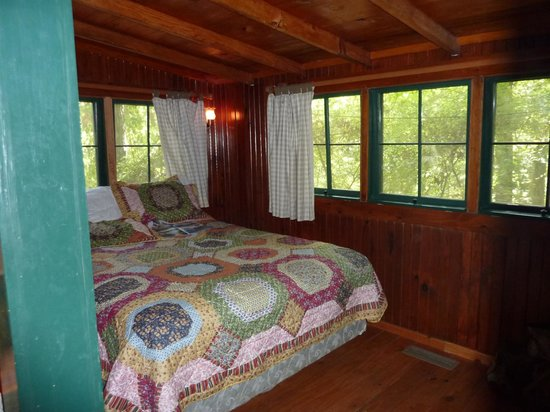 Five Points Cabins: Bedroom