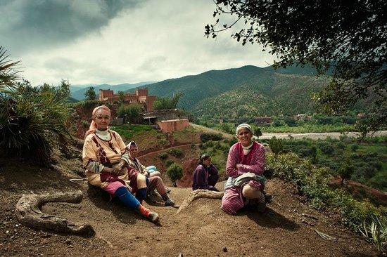 Berber women overlooking Kasbah Bab Ourika
