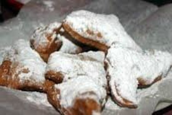 Comeaux's Cafe: Beignets hot and delicious