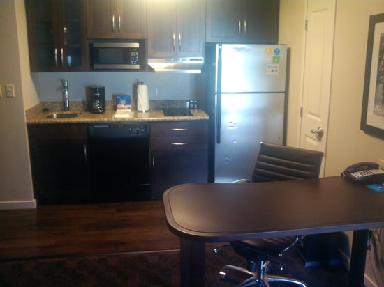 Hyatt House Philadelphia/King of Prussia: Kitchen area