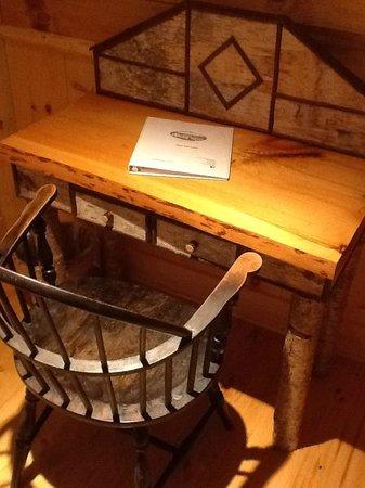 Essex Inn on the Adirondack Coast: Rm6 writing desk.