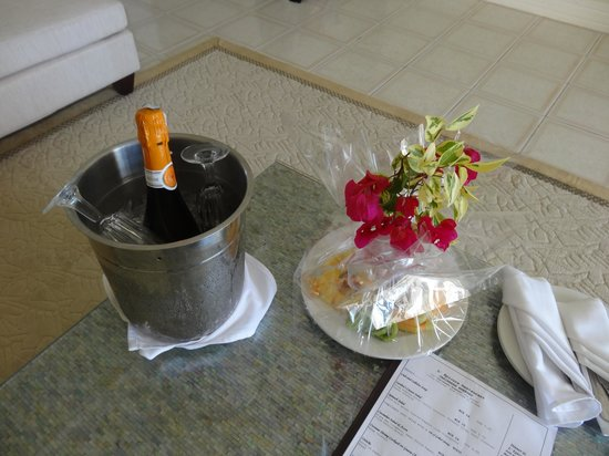 Royal St Lucia Resort and Spa: Welcome sparking wine and fruit platter.