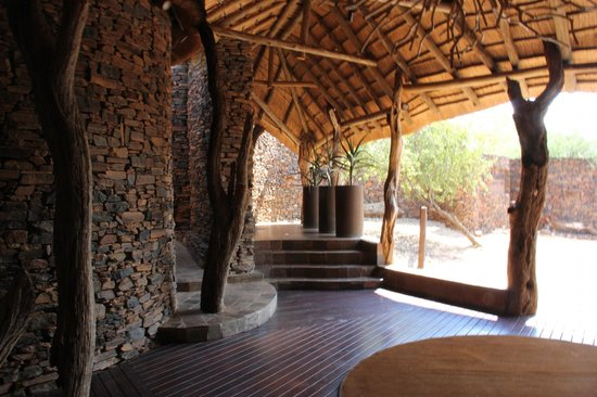 Madikwe Safari Lodge: Entrance to the lodge
