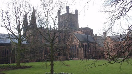 Pied Bull Inn: Chester Cathedral