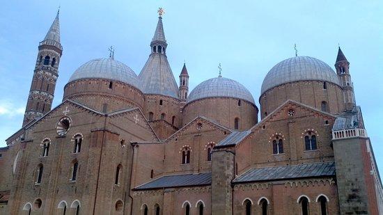 Hotel Al Santo: Basilica of Saint Anthony close to Al Santo