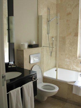 Grand Daddy Hotel: bathroom
