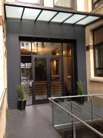 Mark Spencer Hotel: Entry