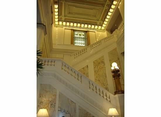 Monaco Baltimore, a Kimpton Hotel: Staircase