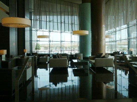 Park Rotana Abu Dhabi: LOOBY