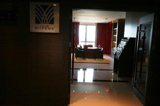 Park Rotana Abu Dhabi: CLUB LAUNGE