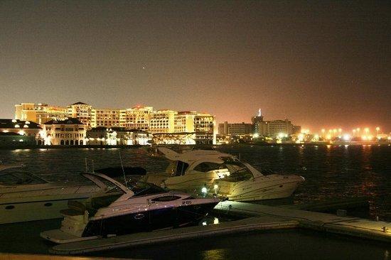 Park Rotana Abu Dhabi: AT NIGHT
