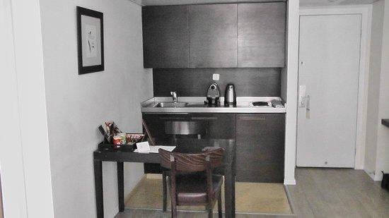 Sea Executive Suites: Кухонный уголок в номере отеля