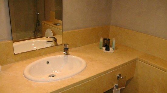 Sea Executive Suites: Ванная комната в номере отеля