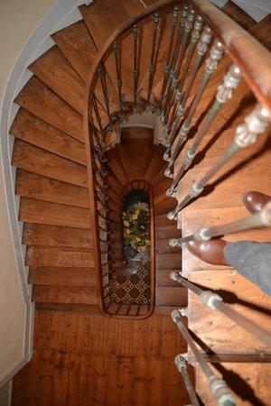 La Rotonde : Escalier intérieur vu de l'étage
