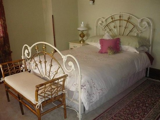 1922 Starkey House Bed & Breakfast Inn: Our suite