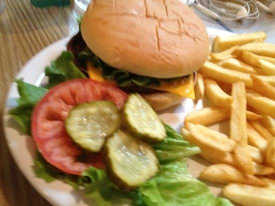 Nancy's Airport Cafe : kid's cheeseburger under $4!