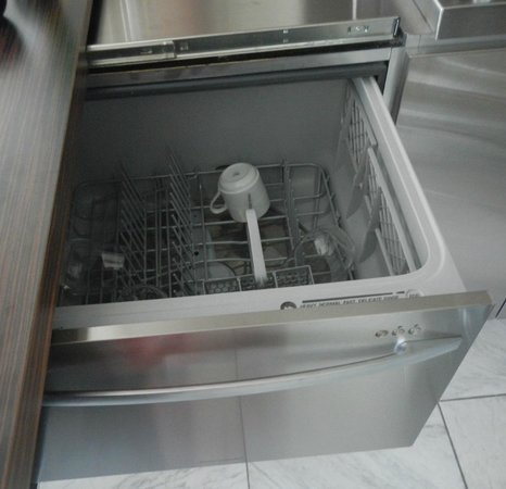 Palms Place Hotel and Spa: Studio dishwasher