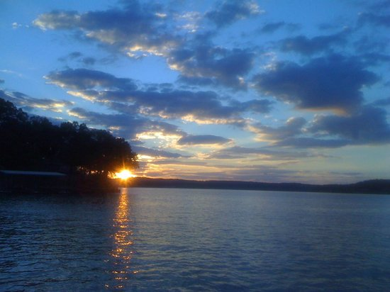 Lakeview Resort : Sunset from Cottage 37. Three bedroom two bath with fireplace.