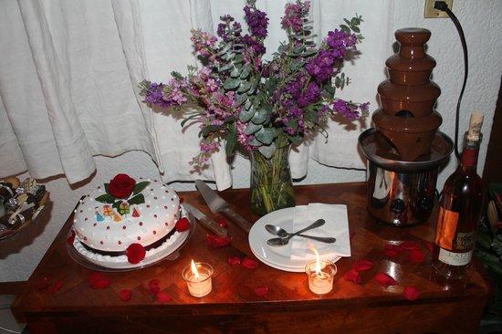 Meson Del Rosario: fuente de chocolate y pastel