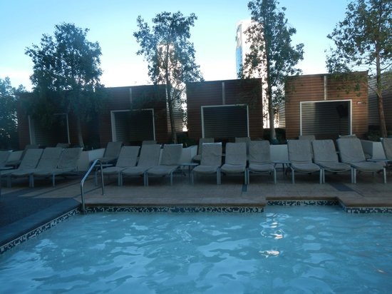 Palms Place Hotel and Spa: Palms Place pool
