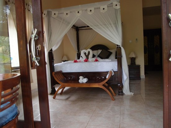 Bali Bhuana Beach Cottages: Our room