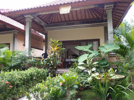 Bali Bhuana Beach Cottages: terrace