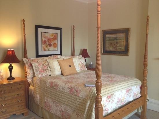 Lyndon House Bed & Breakfast: Keeneland Room