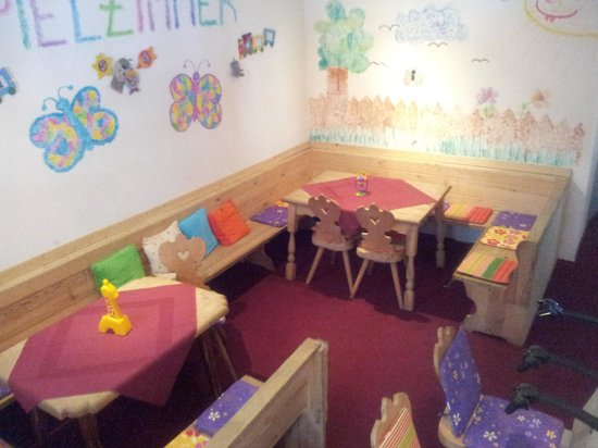 Berghotel Lavenar: Kids dining room