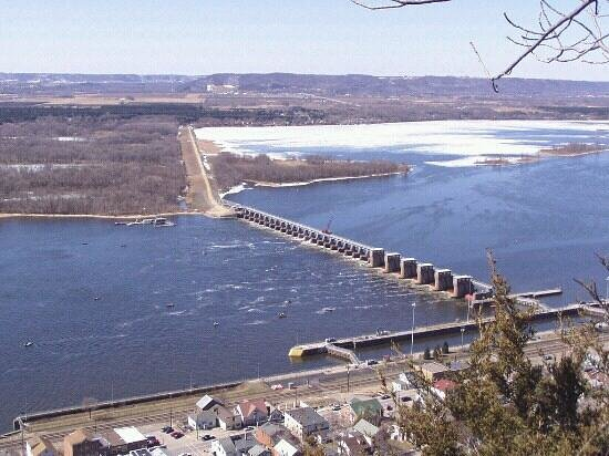 Lock and Dam 4: Lock & Dam 4 from Buena Vista, above Alma WI