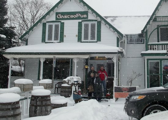 The Dam Pub Gastropub : The Dam Pub In The Snow