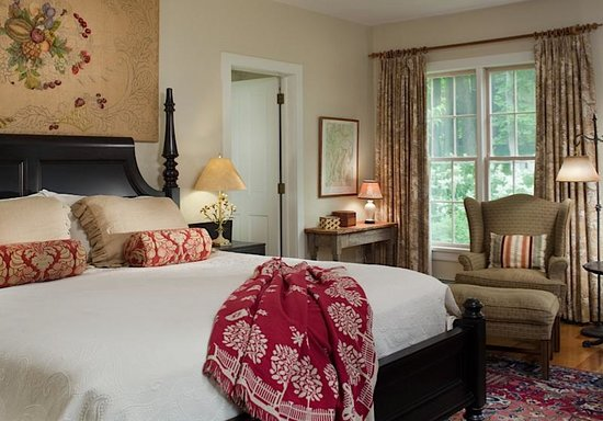 Inn at Green River: Romantic Thorsden room with fireplace & whirlpool meant for 2