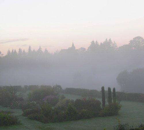Chateau de la Barre: Fog in the valley in winter.