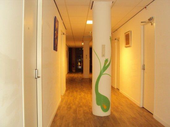 Hostelle: Pasillo a los cuartos