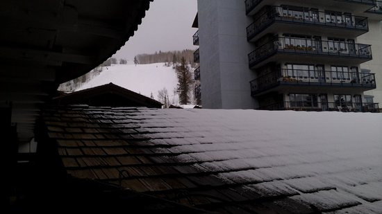 The Lodge at Vail, A RockResort: Partial slope view