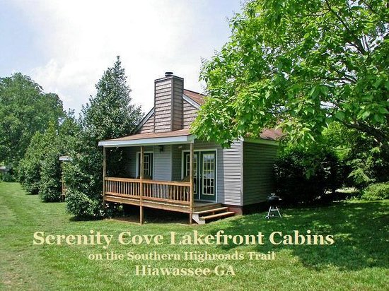 Serenity Cove Lakefront Cabins: One of 4 deluxe lakefront cabins