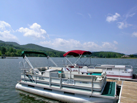 Serenity Cove Lakefront Cabins: Pontoon rentals available during season @ great rates