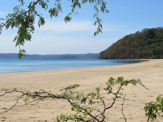 أليجرو باباجايو ريزورت - شامل جميع الخدمات: Beach Club - white sand beach across bay.