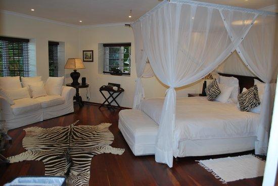 Ikhaya Safari Lodge: Zebra room
