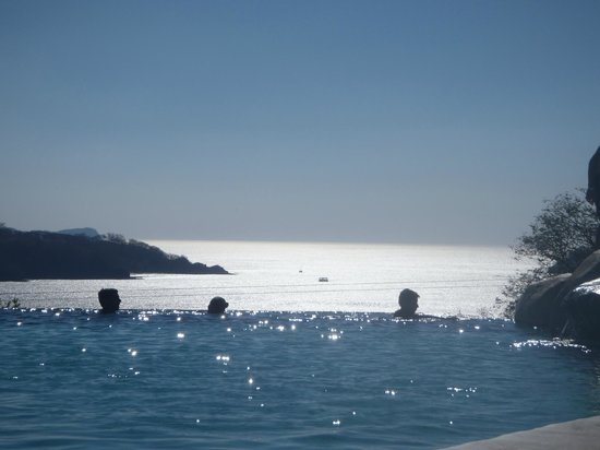 Hotel Condovac la Costa: View in the late afternoon from the Infinity Pool