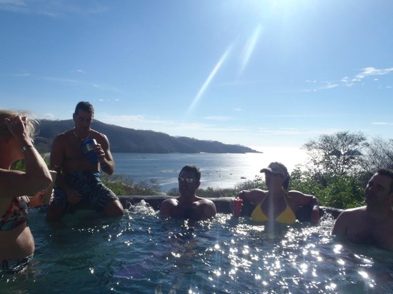 Hotel Condovac la Costa: Enjoying time with friends in the 'cold' tub off of the Infinity Pool