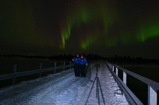 Nellim Wilderness Hotel: On the bridge over River Paatsjoki