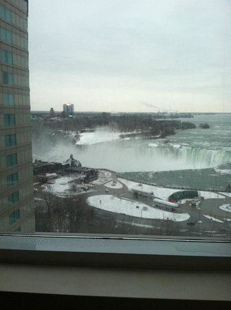 Radisson Hotel & Suites Fallsview: view in the daytime