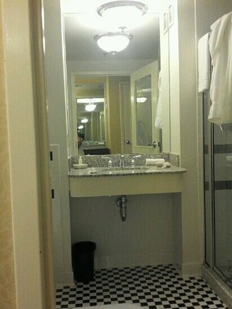 O.Henry Hotel: gorgeous bathroom, after a shower...