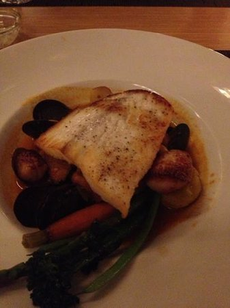The Dining Room at Brentwood Bay Resort & Spa : Halibut