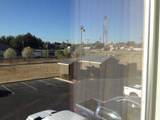 Hampton Inn Odessa: View from the window --  oil derrick nearby