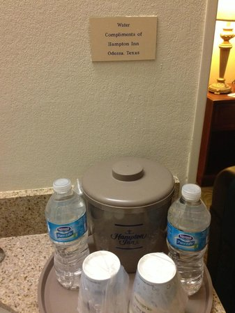Hampton Inn Odessa: Clearly complimentary water