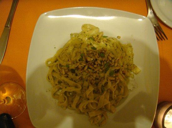 Profumo di ristorante italiano: Fettucine ai Pinoli