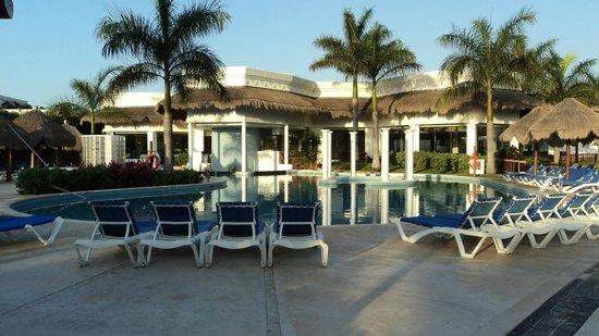Grand Riviera Princess All Suites Resort & Spa: piscine